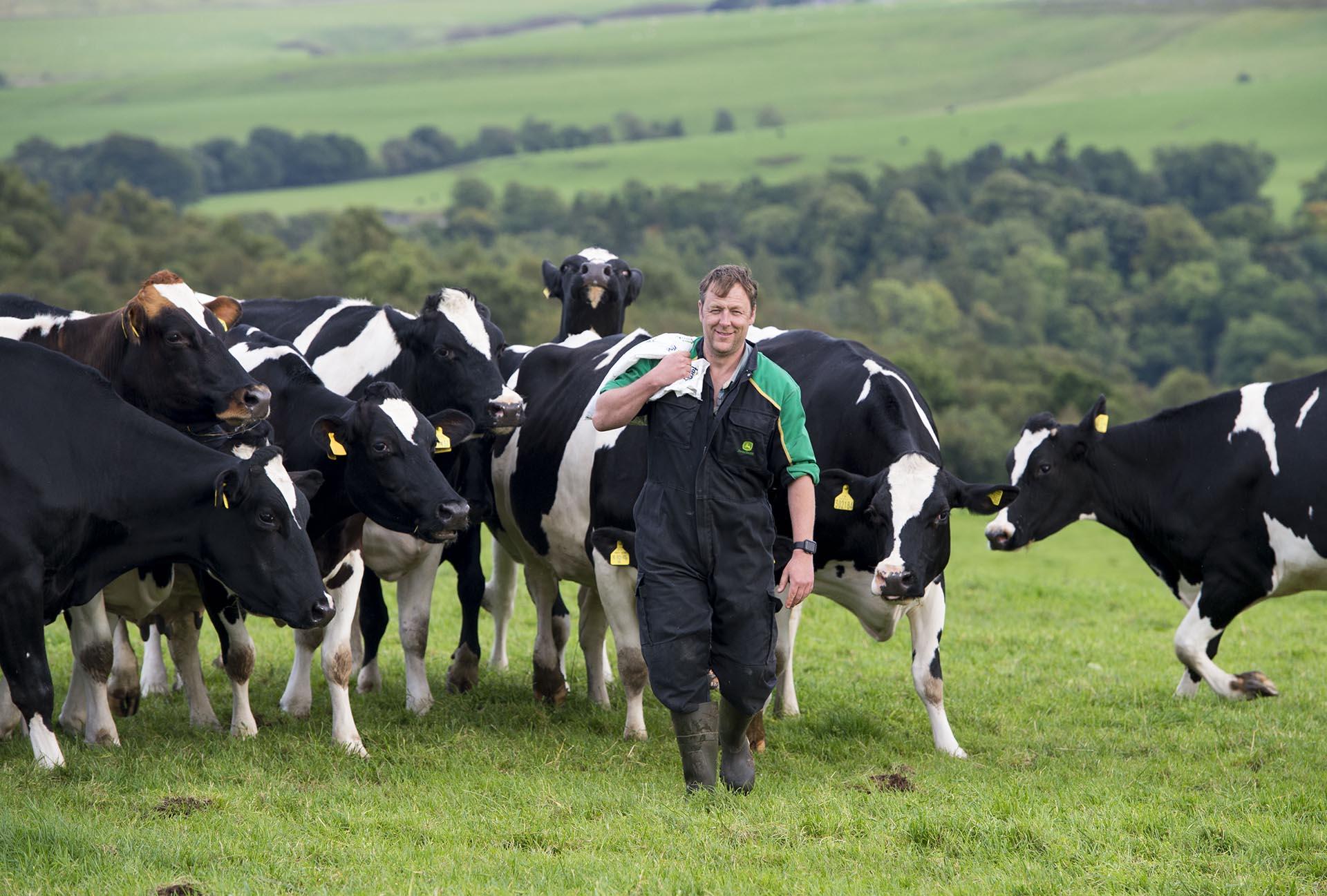 dairy-farmer-herdwatch